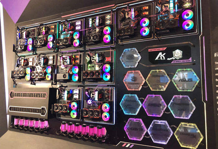 Liquid Cooled Pc >> Cooler Master Shows Off Huge 100 000 Water Cooled Pc Chassis